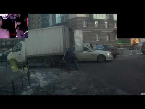 Самая тупая авария 11.01.2017 - DomaVideo.Ru