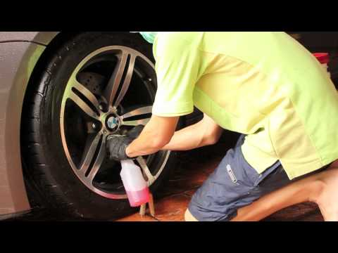 Cleaning the wheels on a BMW M6