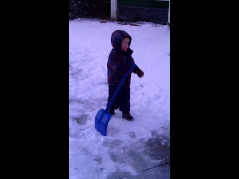 Video Cuteness: 4-Year Old Hates The Cold