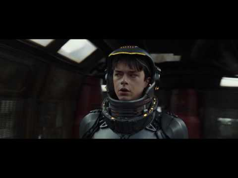Valerian and the City of a Thousand Planets (Clip 'Straight Into a Wall')