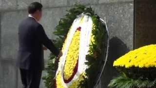 Tổng Bí thư, Chủ tịch Trung Quốc Tập Cận Bình vào Lăng viếng Chủ tịch Hồ Chí Minh