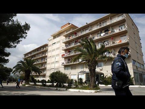 Dutzende Flüchtlinge in griechischem Hotel Corona-pos ...