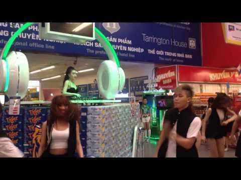 DJ Hằng Milk Quẩy Tưng Bừng Tại Metro An Phu Quan 2