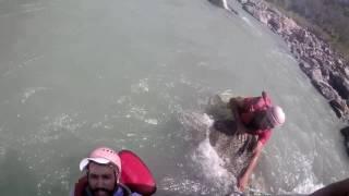 Video Rishikesh Rafting accident boat flip uncut version MP3, 3GP, MP4, WEBM, AVI, FLV Oktober 2017