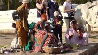 Orchha India  city photos gallery : Tour Magnificent Orchha, India: The Market, Rama & Vishnu Temples