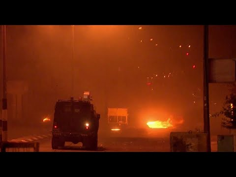 Tear gas & Stun grenades: Palestinian protesters clash with IDF