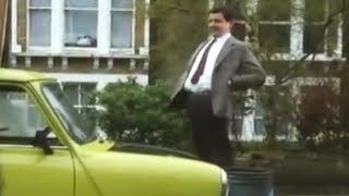 Mr. Bean - Stuck in his Mini