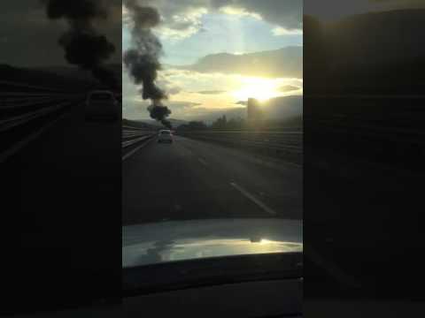 Teramo, auto a fuoco sulla Teramo-mare FOTO VIDEO
