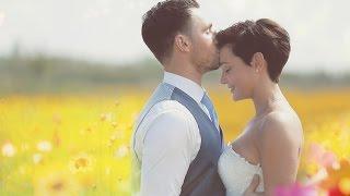 Oneindig in een veld met boterbloemen trouwen Lindi en Lars