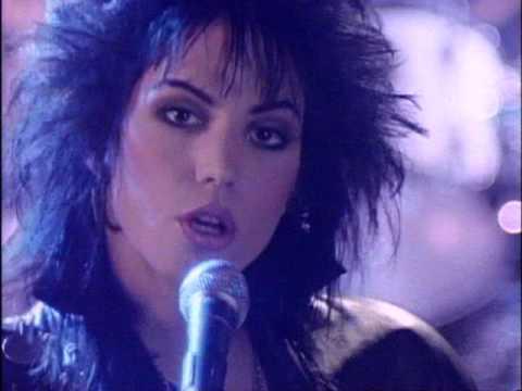 Tekst piosenki Joan Jett & The Blackhearts - I Hate Myself For Loving You po polsku
