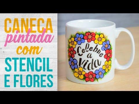 Caneca com stencil e flores