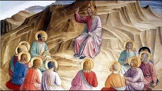 """Leia o Evangelho deste domingo e em seguida escute a homilia do Padre Rodrigo Maria:Anúncio do Evangelho (Mt 10,26-33)— O Senhor esteja convosco.— Ele está no meio de nós.— PROCLAMAÇÃO do Evangelho de Jesus Cristo + segundo Mateus.— Glória a vós, Senhor.Naquele tempo, disse Jesus a seus apóstolos: 26""""Não tenhais medo dos homens, pois nada há de encoberto que não seja revelado, e nada há de escondido que não seja conhecido. 27O que vos digo na escuridão dizei-o à luz do dia; o que escutais ao pé do ouvido, proclamai-o sobre os telhados! 28Não tenhais medo daqueles que matam o corpo, mas não podem matar a alma! Pelo contrário, temei aquele que pode destruir a alma e o corpo no inferno! 29Não se vendem dois pardais por algumas moedas? No entanto, nenhum deles cai no chão sem o consentimento do vosso Pai. 30Quanto a vós, até os cabelos da vossa cabeça estão contados. 31Não tenhais medo! Vós valeis mais do que muitos pardais. 32Portanto, todo aquele que se declarar a meu favor diante dos homens, também eu me declararei em favor dele diante do meu Pai que está nos céus. 33Aquele, porém, que me negar diante dos homens, também eu o negarei diante do meu Pai que está nos céus.— Palavra da Salvação.— Glória a vós, Senhor."""