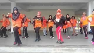 Video Ayo goyang dumang... line dance MP3, 3GP, MP4, WEBM, AVI, FLV September 2018