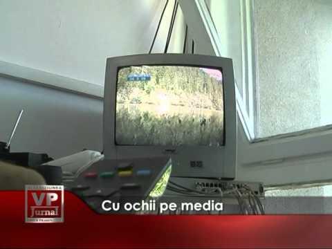 Cu ochii pe media