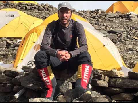 Morador da região conquista topo do Evereste