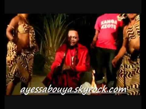 (ayessaboya) Patrouille des Stars Congo uni remix d'enfer:  Le groupe du Congo Brazzaville Patrouille des stars sont de retour en force avec le nouvel album du groupe intitulé Kanga Nzoto. Voici trois clips de l'album '' Kanga Nzoto'' déjà sur marché