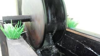Para o Feng Shui, a água em movimento simboliza prosperidade, além de melhorar a umidade relativa do ar. O som da água é tranquilizante e aumenta a sensação ...