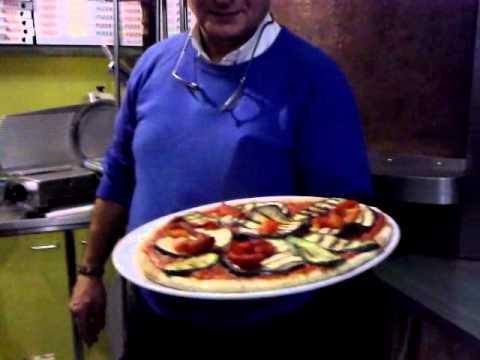 non crederai mai con cosa è stata fatta questa bellissima pizza