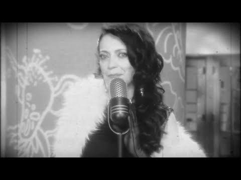 Lucie Bílá natočila nový vánoční klip. Angažovala do něj Noida, Břínkovou, Písaříka či Pazderkovou. Došlo i na rodinu