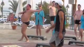 Przyszedł powywijać z d*peczkami! Nawalony typ zawstydził instruktora tańca :D