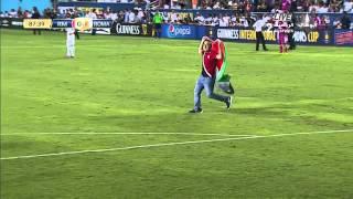 مشجعون يقتحمون مباراة ريال مدريد وروما ويرفعون علم فلسطين