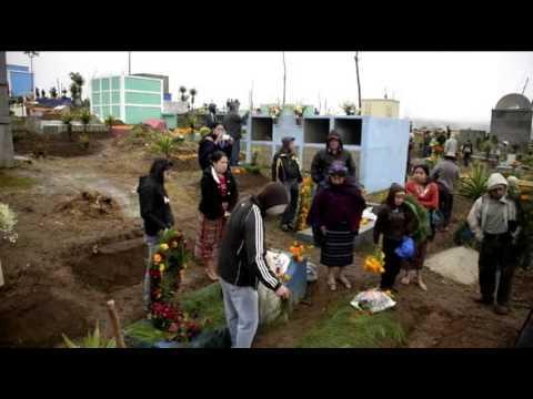 ASÍ CELEBRAN A LOS MUERTOS EN GUATEMALA - 03 NOV 2014