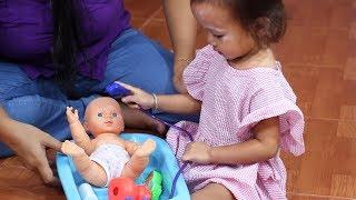 Video Balita Lucu Memandikan Boneka Bayi - Mainan Anak Boneka Bayi - Baby Doll Bath Time MP3, 3GP, MP4, WEBM, AVI, FLV Maret 2019