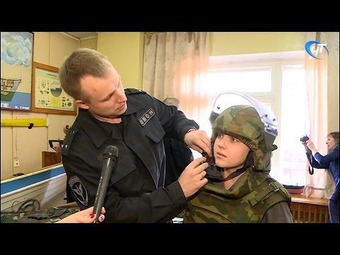 Бойцы новгородского ОМОНа провели урок мужества для воспитанников КЮМа