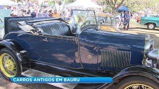 Exposição de carros antigos atrai visitantes em Bauru