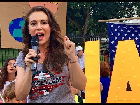 Alyssa Milano protests at the White House (July 17, 2018)