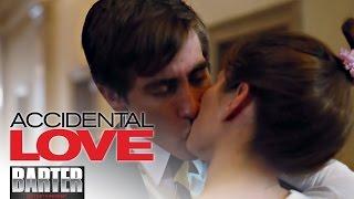 ACCIDENTAL LOVE (Clip HD ufficiale ita) | Alice e Howard si baciano