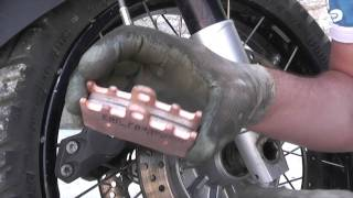 7. BMW R 1200 GS Adventure - Howto - Change front brake pads