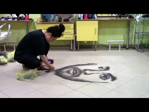 Βόρεια Μακεδονία: Κομμώτρια δημιουργεί πορτρέτα από κομμένα μαλλιά!…