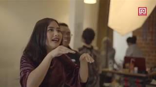 Senyum Malu-malu Prilly & Aliando (BTS Photoshoot Ramayana)