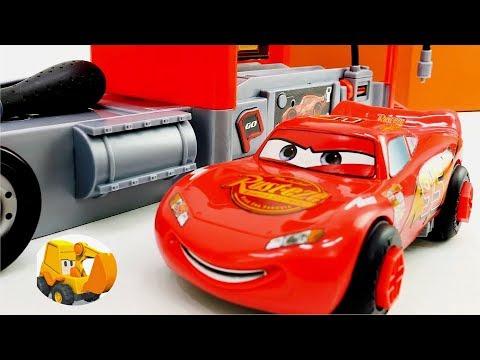 Videos para niños - La estación de servicio de juguete