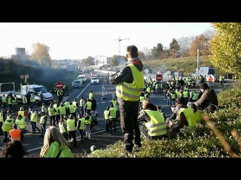 Γαλλία: Τα κίτρινα γιλέκα που «πληγώνουν» τον Μακρόν