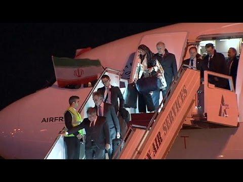 Παρίσι – Τεχεράνη: Η ιστορική πτήση και η διαμάχη για τη μαντίλα