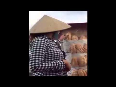 Cười vỡ bụng với chị bán bánh mì đúng giá