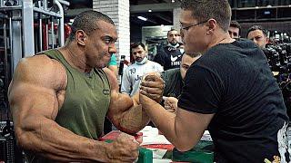 Nie zawsze masywne ramię wygrywa z odpowiednią techniką treningu pod ten sport.
