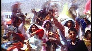سال ۱۳۵۳ در زمان شاه همه چیز آرام بود(خمینی ایران و جهان را به هم ریخت) فیلم از مایکل راژ قسمت ۲