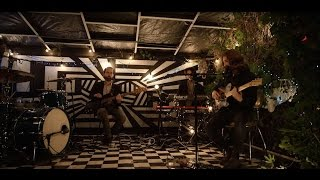 Husky - Splinters In The Fire (Live Session) [Part One of Three]Taken from their album 'Punchbuzz' available now - http://bit.ly/2qn3YoDHusky performing their new single 'Splinters In The Fire' at the Elsternwick MansionSunny Leunig: Director / EditorMatt Wood: DOPEd Reiss: CameraYoav Lester: Crane OperatorJoseph Potter: Runner / PAJess Junor: Producer