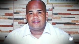 """Anderson """"Soró"""" foi morto em frente ao filho, no dia 8 de junho de 2016, em Nova Iguaçu, no Rio de Janeiro. A polícia acredita que a pré-candidatura de Anderson incomodou os traficantes do Comando Vermelho na região. Em entrevista, o filho da vítima revelou que ele ajudava as pessoas da comunidade."""