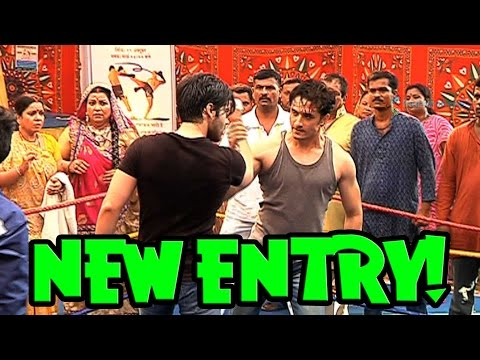 Who is entering on Tere Sheher Mein?