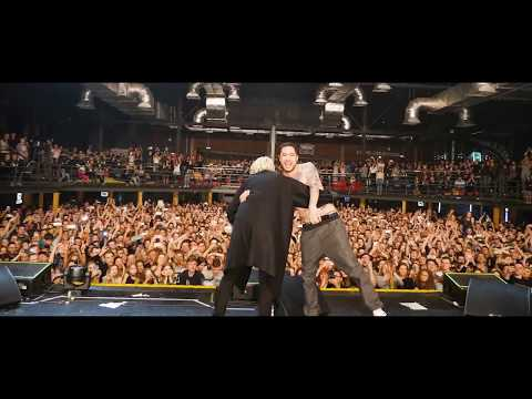 СКРИПТОНИТ feat T-FEST | ЛАМБАДА | Раскачали зал! | LIVE | Презентация Альбома (видео)