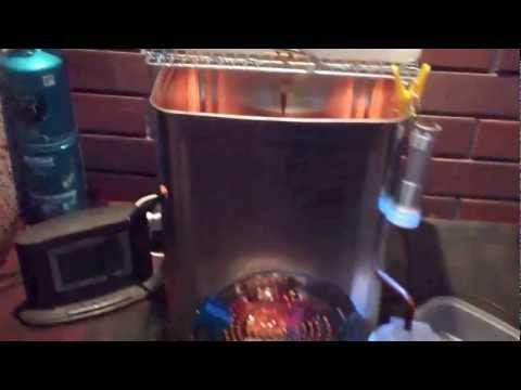 一斗缶の廃油ストーブで発電、給湯、暖房 天使のストーブ
