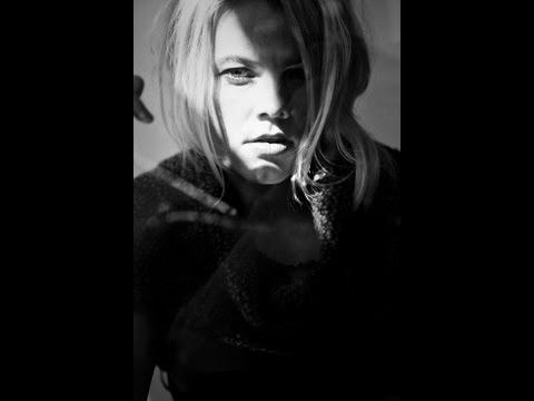 Tekst piosenki Ania Dąbrowska - Na Oślep po polsku