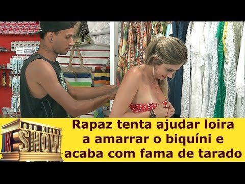Video Rapaz tenta ajudar loira a amarrar o biquíni e acaba com fama de tarado download in MP3, 3GP, MP4, WEBM, AVI, FLV January 2017