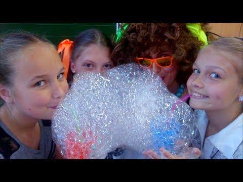 ШКОЛА С ОДЕТТОЙ КРАСАВОВНОЙ!! Зачем ей мыльные пузыри? (видео)