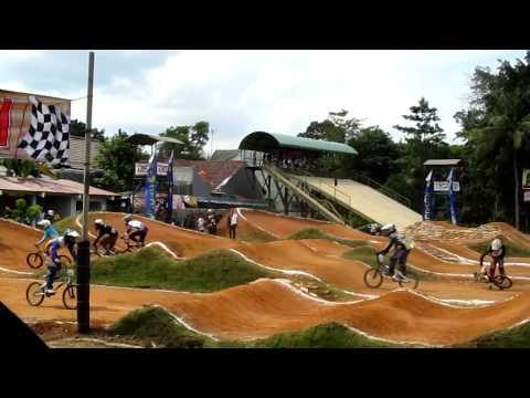 Video sepeda gunung Indonesia - BMX & BSX Open, [Sunday, 12 June 2011] Cross Cycle Circuit @ Gembira Loka Zoo Yogyakarta.