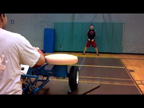 video que muestra a un hombre dandose un pelotazo en toda la cara